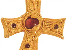 The Anglo-Saxon gold cross found in Nottinghamshire