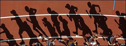Atletas corriendo.