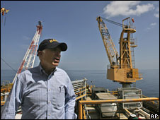 John McCain visits an oil drilling platform in the Gulf of Mexico near New Orleans, 19 August 2008