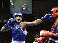 Middleweight Vijender Kumar, the first Indian to win a boxing medal at an Olympic Games, has lost in the semi-finals of his category.