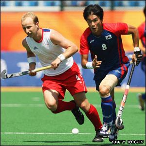 Glenn Kirkham of Great Britain competes against Kang Seongjung