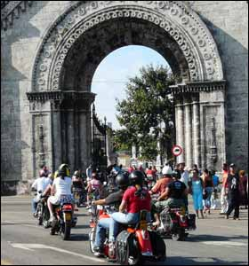 Bikers on the road, Havana