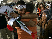 اسرائيل تطلق سراح 199 معتقلاً فلسطينياً _44955785_palest_prisoner_203