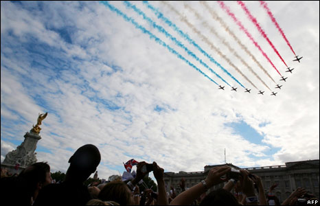 The Red Arrows fly past over Buckingham Palace