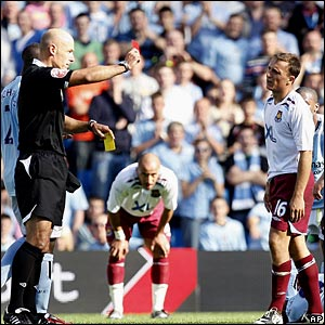 Howard Webb sends off Mark Noble
