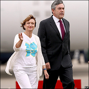 Olympics minister Tessa Jowell and British prime minister Gordon Brown arrive