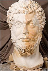 Cabeza de la estatua de Marco Aurelio en las ruinas de Sagalassos (Copyright: Proyecto de Investigación Arqueológica de Sagalassos)