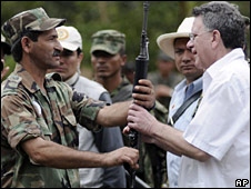 Olimpo de Jesus Sanchez Caro (left) commander of the Revolutionary Army Guevarista (ERG) hands over his weapon to Luis Carlos Restrepo, on 21 August 2008
