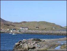 Vattersay causeway seen from Barra (picture from Undoscovered Scotland))