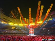 Olympics closing ceremony banners reach for the sky