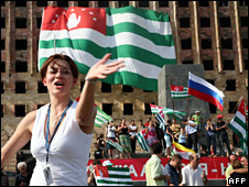 Abkhazia residents celebrate Russia's declaration in Sukhumi (26 August 2008)