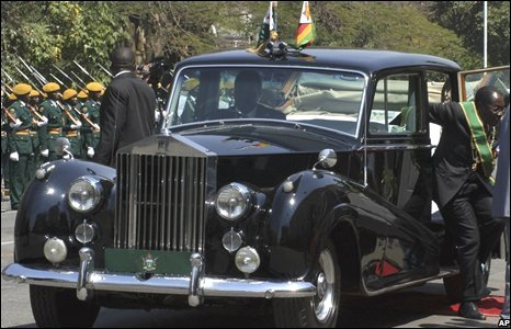 Robert Mugabe arrives for the opening of parliament in Harare, Zimbabwe, 26 August 2008