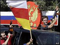 Residentes en Osetia del Sur celebran decisión rusa