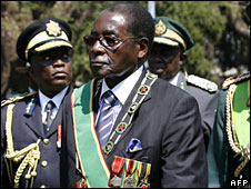 Zimbabwe's President Robert Mugabe and army generals inspect an honour guard in Harare, 26 August 2008