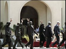 MPs arrive for the opening of parliament in Harare, 26 August 2008