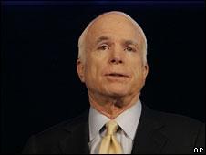 John McCain speaks to veterans in Phoenix, Arizona, 26 Aug 2008