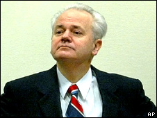Slobodan Milosevic in court in 2002
