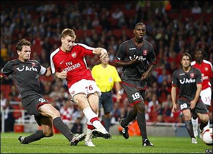 Bendtner scores Arsenal's fourth