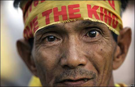"""A wears a """"Love the King"""" headband outside Government House in Bangkok, Thailand on Thursday"""