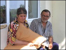 Dzhemali Khaduri (R) with his wife