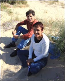 Rafael Quiroz and  Violeta Cuesta on Rota beach