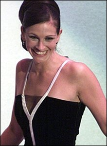 Julia Roberts winning the best actress Oscar in 2001