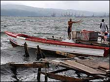 Fishermen secure their boats ahead of Tropical Storm Gustav in Kingston, Jamaica (28/08/08)