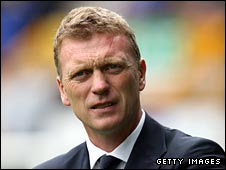 Everton manager David Moyes will try to guide his team past Standard Liege
