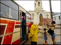 Personas son evacuadas en Cuba