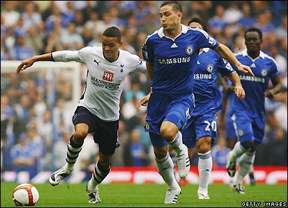 Jenas tries to take the ball past Frank Lampard