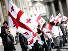 Georgians hold up their flag at an anti-Russian protest at Trafalgar Square, London (1 September 2008)