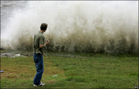 Storm waves in Mobile, Alabama