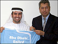 Sulaiman Al Fahim, izq, y Pairoj Piempongsant del equipo ingl�s.