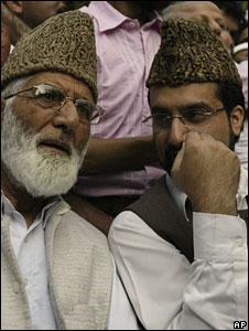 Syed Ali Shah Geelani (l) and Mirwaiz Omar Farooq (r)