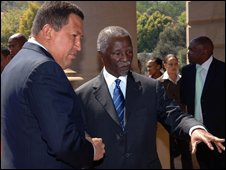 South African President Thabo Mbeki (C) and his Venezuelan counterpart President Hugo Chavez
