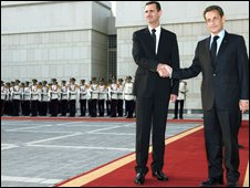 Assad welcomes Sarkozy at Presidential Palace
