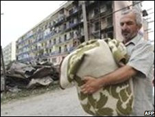 A Georgian refugee returns home in the war-torn town of Gori on 25 August
