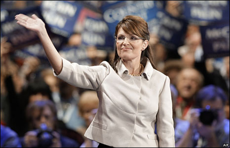 Sarah Palin waves after her speech in St Paul, 3 Sept