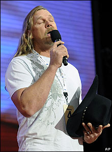 Country singer Trace Adkins rehearsing