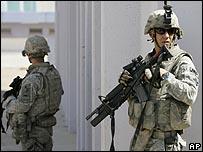 جنديان أمريكيان في مدينة الصدر ببغداد
