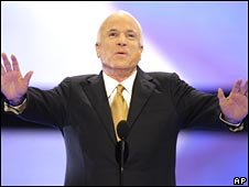 McCain addresses crowd at Republican convention in St Paul on 4 September 2008