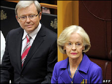 Quentin Bryce is sworn in, as Prime Minister Kevin Rudd looks on