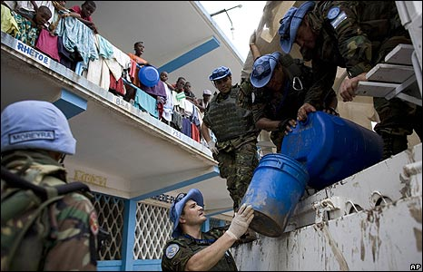 UN peacekeepers hand out water in Gonaives, Haiti, on 4/9/08