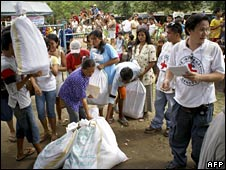 The Red Cross delivers aid in Lanao del Norte on 23 August 2008