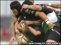Marty Holah powers through the Connacht defence