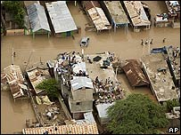 Damnificados en zona inundada de Gonaïves, Haití.