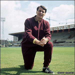Robson pictured as Fulham boss in 1971