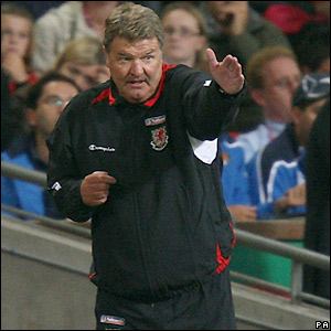 Toshack sends out instructions