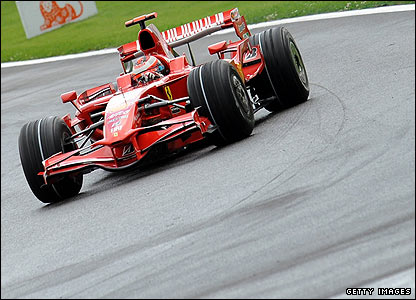 Raikkonen maintains his lead at the head of the pack