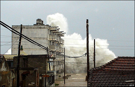 Waves at Baracoa, Cuba, on 7 September 2008